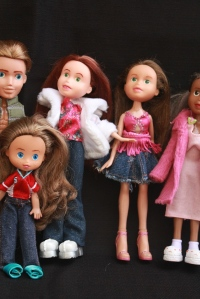 Finished Bratz Dolls, all together, plus others 072