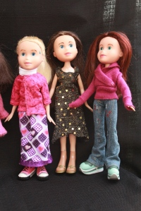 Finished Bratz Dolls, all together, plus others 074
